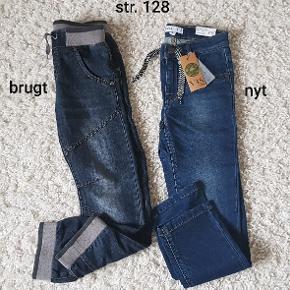 2 stk bukser til dreng str. 128 Nyt og brugt Samlet pris 100dk