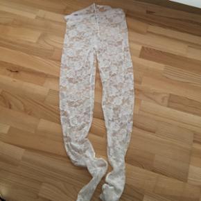 Hvide blonde leggins str L/XL aldrig brugt, pris 50 pp med dao