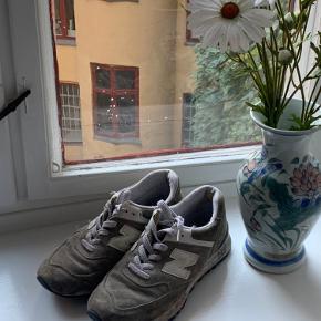 Gamle New balance sko i grå ruskind ☘️   Besøg gerne min Instagram @thelittle_reddoor 🍄