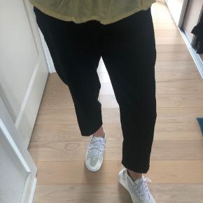 Sælger mine super fede habit bukser fra monki i sort🌸🌸  Kan afhentes i Skanderborg eller Århus, eller kan de også sendes på købers regning😊