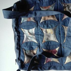 Jeg har en flot taske som.jeg gerne vil sælge prisen kan forhandles varen kan sendes køber betaler fragt