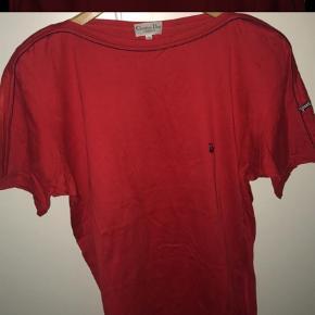Varetype: T-shirt Farve: Rød