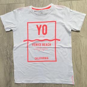T shirt med sejt print Næsten ny