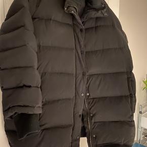 Den populære dun jakke fra hm studio, sælges da jeg skal flytte. :-) sender ikke! Kan hentes i København