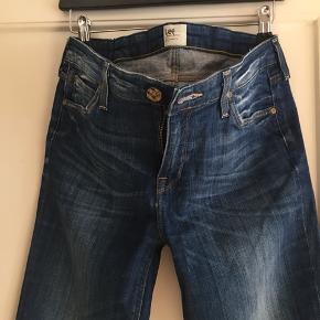 Lee jeans Str: W31/L33 Model: SCARLETT De har kun været på en enkelt gang.  Afhentes 2450 Kbh Sv Sender med DAO.  Se alle mine annoncer hvis du klikker på mit profil navn - OBS jeg gir mængderabat 🧚♀️
