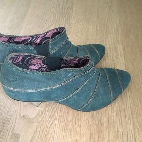 Hej sælger mine fede sko da jeg aldrig får dem brugt ny pris 845
