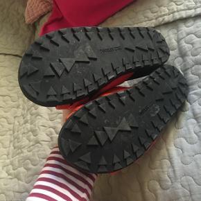 Fede slippers fra Call it spring i str 37 Kun brugt indendørs få gange Nypris 350 kr