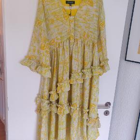 Helt ny kjole fra Sissel Edelbo. Aldrig brugt og stadig med tags. Nypris: 1.299 STR. S/M