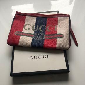 Gucci clutch i perfekt stand, alt medfølger Mål 29 x 20 cm