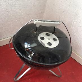 Bord grill, Weber,  Ø: 35cm H: 43cm Afhentes i Esbjerg C, ingen forsendelse.