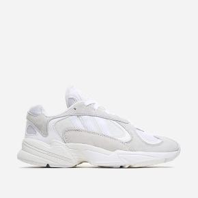 Sælger disse super fede Adidas yung, da de desværre er en smule for store til mig. Størrelse 38 2/3. Brugt et par gange, og har få tegn på slidtage. Skriv gerne for billeder 💛