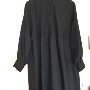 Helt ny sort skjortekjole fra list, kan bruges som kjole el over bukser