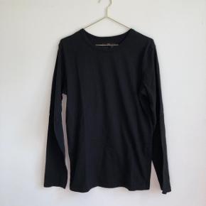 ✨ Basic langærmet T-shirt i god kvalitet, fra mærket Race Marine ✨ Unisex ✨ God stand, brugt enkelte gange