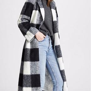 Brugt en måneds tid sidste år. Fremstår meget flot og har netop fået en tur med uldkammen.   Sælger kun v rette bud:)   Som altid er Ganni lidt lille i størrelserne. Jeg er selv en 38 i overdele.