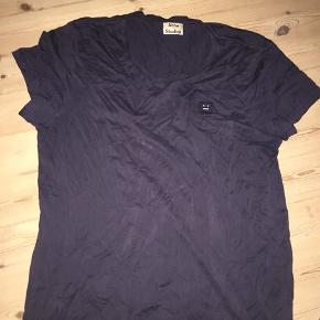 Acne studios t-shirt sælges. Byd gerne. Skal bare væk. Brugt, men fin stand