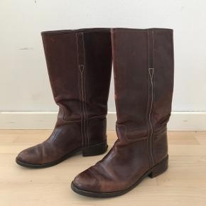Super fede vagabond støvler i brun læder.  fejler lidt hist og her.. spørg for billeder.