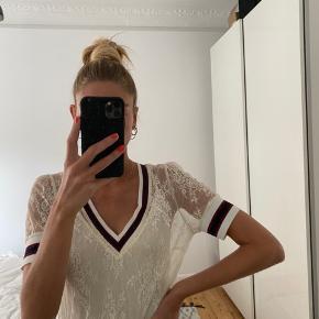 Fin blondekjole med tilhørende underkjole🍀