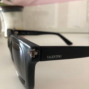 Købt hos Valentino i Illum i 2016. De ser super fin ud selvom de er brugt, ingen ridser på linserne.  Kvitteringen haves ikke længere desværre.