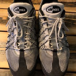 Nike Airmax. I rigtig god stand og brugt få gange. Velholdte med skotræ. Fitter tts