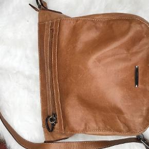 Kalve læder taske  Crossbody Farve: Brun Oprindelig købspris: 1500 kr.