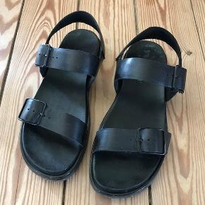 Rigtig fede kvalitets sandaler i fine ende af let brugt :-) nypris 800