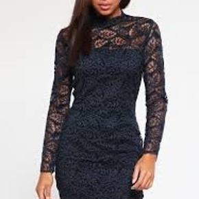 Flot blonde kjole i to lag / længde ca. 98 cm og brystmål ca. 2 x 48 cm