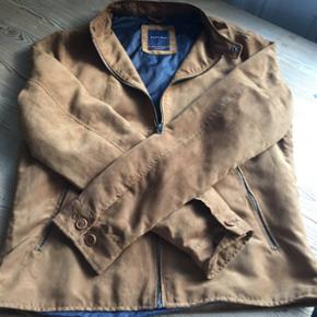 Købt for lille, perfekt stand, ruskind brun.  Ny pris 450,-