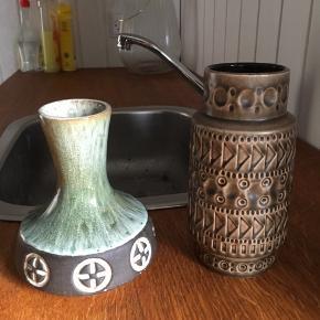 Søde små vaser i keramik. Prisen er pr vase eller begge for 155,-