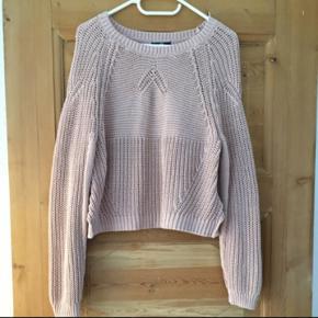 H&M strik str m  Svag rosa, flot farve og fin i mønster  Tjek også mine mange andre annoncer - der gives mængderabat ved køb af flere ting.