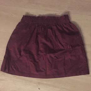 Sød nederdelLav din egen tøjpakke, 10 dele for 100kr, ellers er det nuværende pris der gælder