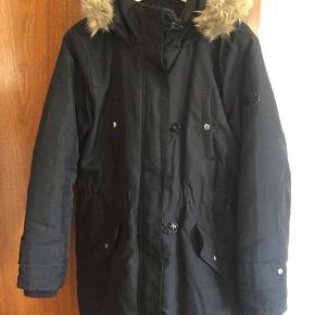 Overgangsjakke, kan også bruges om vinteren. Har været brugt en sæson, men fejler ikke noget.   150,- + fragt. Sender gerne med Dao for købers regning.  Bytter ikke.