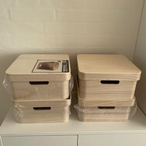 Opbevaringskasser / trækasser med låg 4 stk. Helt nye. L: 26 cm. B: 26 cm. H: 13 cm. Kan sendes for 53 kr. Sælges samlet.