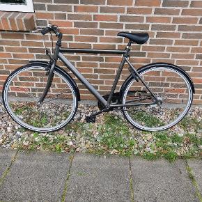 Cykel til salg Har nogle år på banen men kører perfekt med nye dæk  Den kører virkelig godt og alle 7 indvendige gear virker perfekt Virkelig god cykel  600