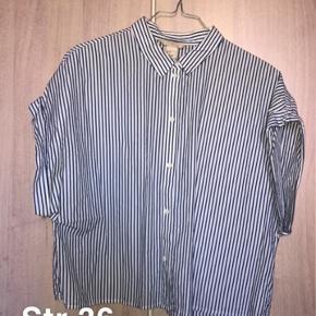 Brugt er par gange.. sælges billigt da jeg skal have tømt gevaldigt ud af min kæmpe garderobe. Alle priser er plus fragt og eventuelt gebyr.  Fra H&M trend konceptet.