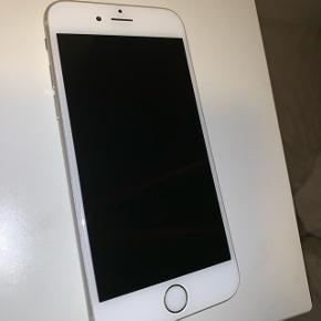 iPhone 6s 32gb sælges. Næsten 2 år gammel. Der er kvittering og forsikring (den udløber dog 03.01.19). Æsken hører med og der er også oplader. Mobilen er i god stand, aldrig gået i stykker. Sælges da jeg lige har fået ny mobil