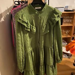 Kjolen er brugt nogle gange, men i fin stand.