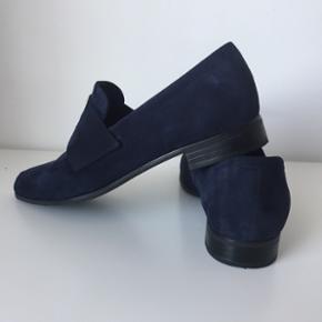 Mørkeblå Vagabond sko. Brugt 2 gange. Købt for små. Kom med bud.