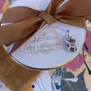 OLE LYNGGAARD COPENHAGEN elefant Sølv  Lille elefant vedhæng med diamant i snablen   0,005 ct tw/vs brillant slebet diamant   Ny pris 1290,-  Sælges for 700,-