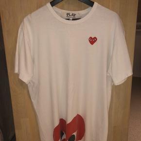 Fantastisk t-shirt, har været super glad for at have den i min besiddelse. Trøjen er en størrelse XL men passer en M-L. Skriv ved interesse!