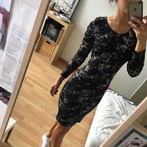 Bodycon kjole, aldrig brugt.