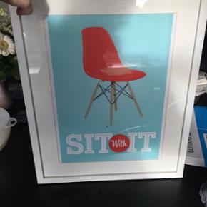 Billede med eames stol, nypris 400 kr. Mp 100 kr (uden ramme)