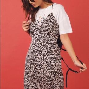 Super flot leopard kjole fra det australske mærke princess polly. Jeg købte selv kjolen for omkring 400 kr.
