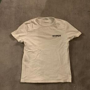 Samsøe & Samsøe Tshirt Cond 7/10, fejler intet men brugt Skriv gerne hvis du har spørgsmål :)