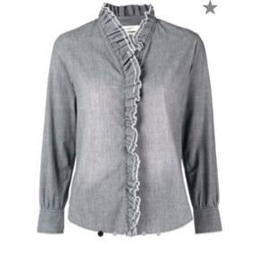 Cool skjorte  str. it 40 Aldrig blevet brugt mærket sidder i bomuld 98% spandex/elastan 2% #trendsalesfund Bytter ikke Ny pris: 1750,-