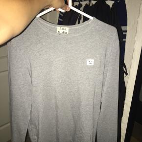 Sælger denne Acne trøje Den er i god stand  Str M