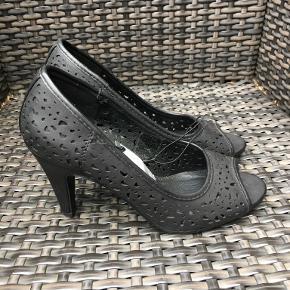 Units heels