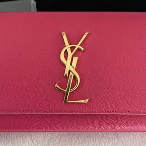 Saint Laurent Kate Monogram clutch i farven Fuschia inkl certificat,kort,dustbag aldrig brugt bytter ikke