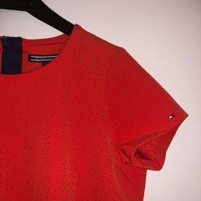 Virkelig fin kjole fra Tommy Hilfiger i str. 152 Fremstår som ny og ingen tegn på slid - 75 kr + fragt