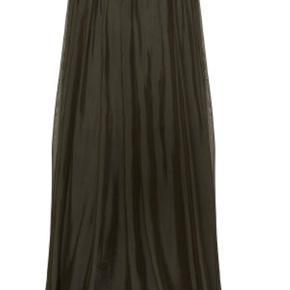 Silke nederdel fra Tiffany - aldrig brugt! Sælger den både i sort og army grøn