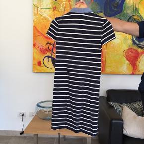 Fin skjortekjole fra Tommy Hilfiger. Kun brugt ganske få gange, så i rigtig flot stand 🌼
